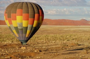 hot-air-balloon-49472_640