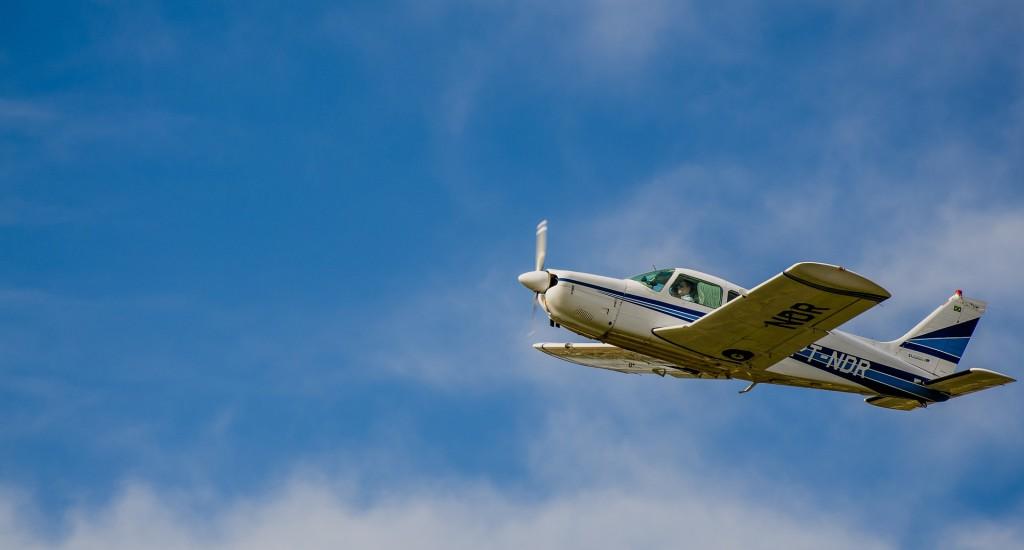 plane-790849_1920
